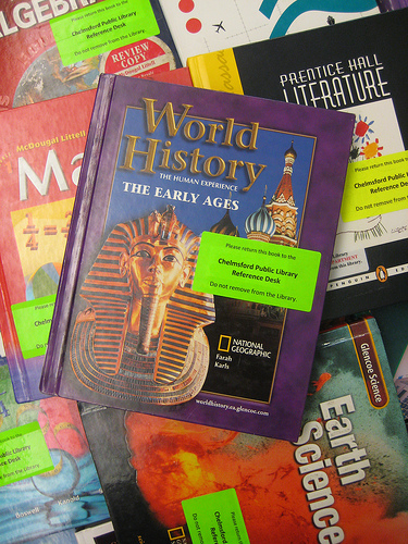 Textbooks - Photo: Herzogbr/Flickr
