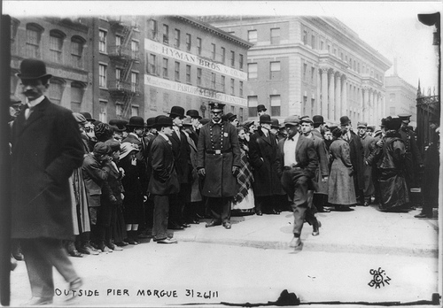 Crowds outside the Triangle Shirtwaist Factory Fire (Photo: Library of Congress)