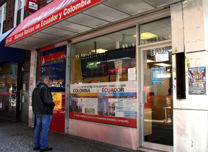 Union Andina, one of the many real estate agencies in Queens that offers apartments to Colombian, Ecuadorian, Peruvian and Bolivian immigrants. (Photo: Camila Osorio)