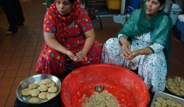 Women cook for langar meal at Sikh gurudwara. Photo by Ramaa Raghavan