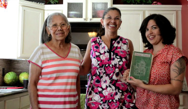 Von Diaz with her grandmother and mother